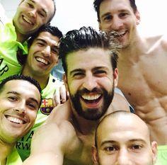 BARÇA selfie after winning the 2014 15 La Liga Fc Barcelona Neymar bb10d51b7ff8a