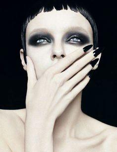 "anastasiaecothique: "" Black make up and aesthetic "" Beauty Make-up, Beauty Shots, Makeup Inspo, Makeup Inspiration, Eye Makeup, Hair Makeup, Corte Y Color, Make Up Art, War Paint"