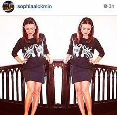 Bom dia!!! ♡  Começando a sexta-feira com um #regram da Sophia Alckmin linda com look Fillity.   Saia preta e o merino de zebrinhas que está fazendo o maior sucesso. Lindo!   Acessem nossa loja online: http://loja.fillity.com.br/   #fillity #fillityinverno2014 #inverno2014fillity
