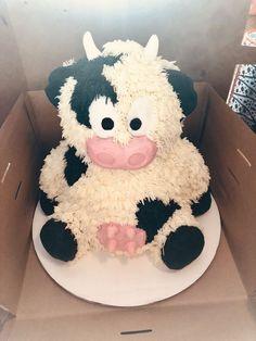Cow Birthday Cake, Cow Birthday Parties, Farm Animal Birthday, Pretty Birthday Cakes, Farm Birthday, Pretty Cakes, Birthday Ideas, Birthday Banners, Birthday Invitations