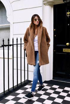 oversized brown teddy bear coat, white-t, skinny jeans, black sneakers