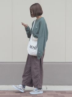 Pin on fashion Pin on fashion Tokyo Street Fashion, Japanese Street Fashion, Japan Fashion, Korean Fashion, Cute Casual Outfits, Retro Outfits, Grunge Outfits, Boyish Outfits, 90s Fashion Grunge