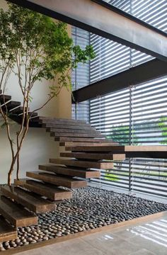Top 10 Unique Modern Staircase Design Ideas for Your Dream House Most people dream of a big house with two or more floors. SelengkapnyaTop 10 Unique Modern Staircase Design Ideas for Your Dream House Home Interior Design, Exterior Design, Interior Architecture, Interior Ideas, Interior Garden, Stairs Architecture, Design Homes, Chinese Architecture, Modern Architecture House