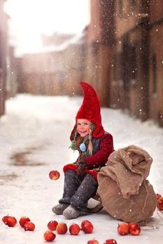 A red-capped child in wintry scene Christmas Love, Christmas Photos, Adorable Petite Fille, Foto Fashion, Christmas Photography, Winter Photos, Winter Kids, Jolie Photo, Scandinavian Christmas