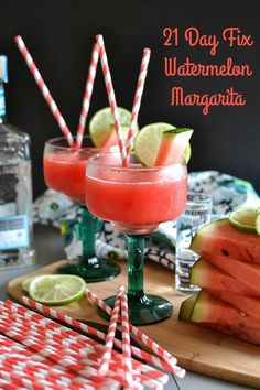 21 Day Fix Watermelon Margarita - Summer in a glass! I can't believe 3 ingredients are all it takes to make this low-calorie cocktail recipe. Perfect for Cinco de Mayo! SmartPoints: 4