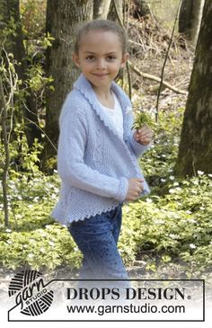 Gestrickte Kreisjacke mit Blattmuster und Krausrippen in DROPS BabyAlpaca Silk und DROPS Kid-Silk. Größe Kinder 3 - 12 Jahre.