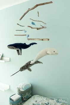 Needle felting: A whale mobile for the baby room bel turns blue - Needle felting: A whale mobile for the baby room bel turns blue - Diy Stuffed Animals, Dinosaur Stuffed Animal, Whale Mobile, Felt Mobile, Mobile Baby, Baby Mobiles, Turn Blue, Diy Crafts To Do, Ocean Creatures