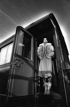 Le lot 332 Jeanloup SIEFF (1933-2000) Mode, 1978. Épreuve gélatino-argentique d'époque. Cachet du photographe au dos. Estimation: 800/1000€
