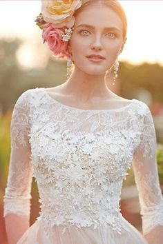 Lace wedding dress with sleeves- LOVE! #WeddingDressesWithSleeves