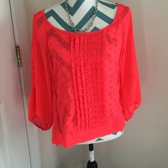 American Eagle pink top American Eagle pink top with textured front and key hole on the back. Size M. No flaws. American Eagle Outfitters Tops Blouses