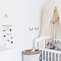 Our little Piper spent her first night in here last night, and it was a goodie she must have felt right at home ♡♡♡ (please can we have the same tonight 🙏🏻🙈) Oh and how beautiful is this felt wall hanging? It's a collab between @decorhandled and @felt_that, love how it matches the nursery colours!