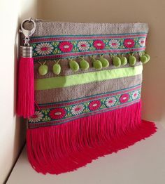 Liselbags Summer Collection Diy Clutch, Clutch Bag, Sac Vanessa Bruno, Ethno Design, Ethnic Bag, Embroidery Bags, Handmade Purses, Jute Bags, Boho Bags