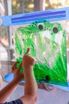 An edible version of the slimy eyes sensory bag for toddlers! 3 Year Old Preschool, Activities For One Year Olds, Crafts For 2 Year Olds, Preschool Learning Activities, Halloween Activities, Infant Activities, Preschool Activities, 3 Year Old Craft, Easy Toddler Crafts 2 Year Olds