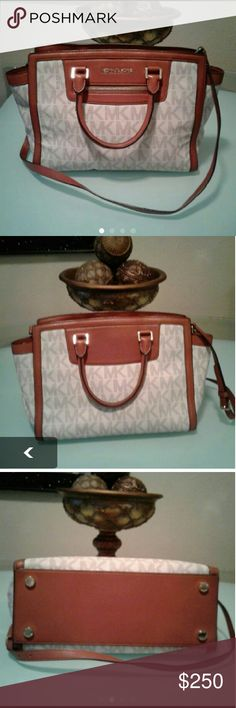 """Reasonable Offers !! MKors Large Selma Zip Satchel ✂REASONABLE OFFERS ✂ ARE WELCOME!! Double, adjustable, detachable long strap with 19 1/2 drop, top zip closure, front zip pocket. 14"""" W×10"""" H×5"""" D. Pen mark on the inside in the last pic. Has plenty of life left carried a handfull of times. Dust bag included Michael Kors Bags Satchels"""