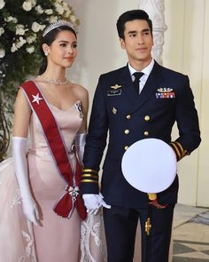 Happy ending for Jao Ying Alice and Lieutenant Commander Davin or not! 🤔 I think the answer is very. Couple Goals Teenagers Pictures, Makup Looks, Classy Outfits, Cute Outfits, Bts Girl, Princess Style, Young Fashion, Celebrity Couples, Gossip Girl