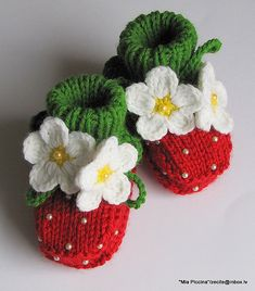 Strawberry baby booties! (knit)