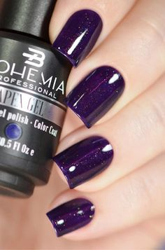 Gel lacquers are much more durable than ordinary nail polishes, and their color does not fade and shine does not diminish. Expertly done gel lacquers can last up to four weeks.