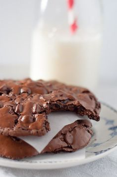 Chewy, Fudgy Flourless Chocolate Cookies recipe. A decadent cookie recipe that is so easy and quick to throw together, plus it's gluten free! It is guaranteed to make everyone happy. www.mamagourmand.com