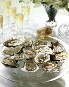 Oysters with Festive Mignonette - Martha Stewart Recipes [+ Pair this with Champagne or a Dry Rosé] Antipasto, Seafood Recipes, Appetizer Recipes, Seafood Appetizers, Sushi Recipes, Best Christmas Appetizers, New Years Cocktails, Tapas, Oyster Recipes
