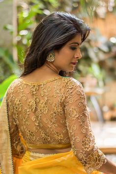 Top Latest and Trendy Blouse Designs For Saree - Tikli Want to get that stylish look in Saree. Take a look at these stunning and trending blouse designs photos for ultimate style. Golden Blouse Designs, Full Sleeves Blouse Designs, New Blouse Designs, Pattu Saree Blouse Designs, Stylish Blouse Design, Silk Saree Blouse Designs, Blouse Patterns, Shirt Designs, House Of Blouse