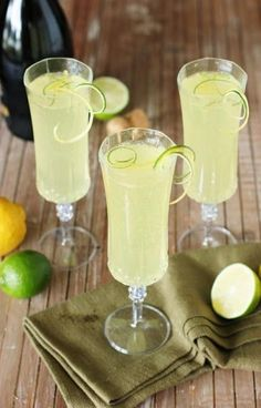 Sparkling Limoncello Cooler ~ A refreshing combination of fresh lime juice, Limoncello, & bubbly sparkling wine. The perfect summer cocktail!thekitchenism… Source by dirtdogslikes Limoncello Cocktails, Cocktails Vin, Cocktail Drinks, Cocktail Recipes, Martinis, Drinks With Lemoncello, Vodka Martini, Drink Recipes, Refreshing Drinks