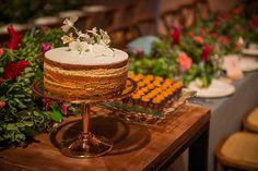 Anna e Fernando | Um casamento tropical e cheio de amor Naked Cakes, Tiered Cakes, Anna, Tropical, Wedding Website, Pie Wedding Cake, Candy Table, Cake Ideas, Personality