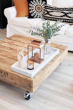Table de salon, objets décentrés