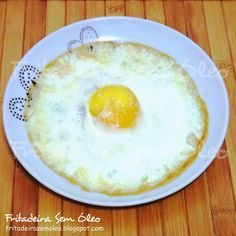 Já ensinei anteriormente no blog como fazer Ovo Frito na AirFryer, é fácil e delicioso, mas algumas pessoas gostam do ovo frito no formato c...