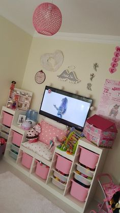 This kind of shabby chic girls room is definitely an inspirational and ideal idea Girl Bedroom Designs, Room Ideas Bedroom, Kids Bedroom, Baby Zimmer Ikea, Little Girl Bedrooms, Ideas Habitaciones, Toddler Rooms, Toddler Princess Room, Disney Princess Bedroom