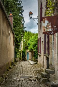 Noyers-sur-Serein, Burgundy Roads And Streets, Stone Street, Old Stone, Backrounds, France, Sounds Like, Burgundy, Around The Worlds, Stairs