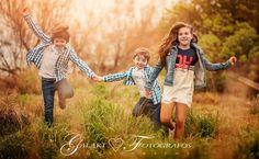 Fotografía de comunión diferente, fotógrafos de comunión en Castellón, fotos de comunión en exteriores, fotografía de comunión en estudio. Moda Kids, Exterior, Couple Photos, Couples, Ideas, Kids Logo, Family Photographer, Children Photography, Fotografia