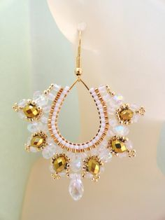 Diy Earrings And Necklaces, How To Make Earrings, Bead Earrings, Earrings Handmade, Handmade Jewelry, Beaded Bracelets, Bijoux Fil Aluminium, Beaded Earrings Patterns, Bead Jewellery