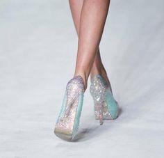 Ooooo....Tiffany blue Heels with Sparkles! Happy moment!