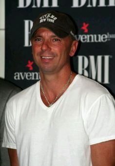 Kenny Chesney - Love your smile almost as much as your voice