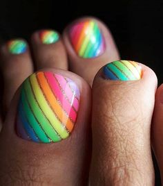 Fingernails Aren't the Only Place for Nail Art—Try These Toe Designs 25 Fun Toenail Designs Nail-Art Lovers Will Appreciate Cute Toe Nails, Diy Nails, Pretty Nails, Pedicure Nail Art, Toe Nail Art, Pedicure Ideas, Rainbow Toe Nails, Nail Art Inspiration, Uñas Fashion