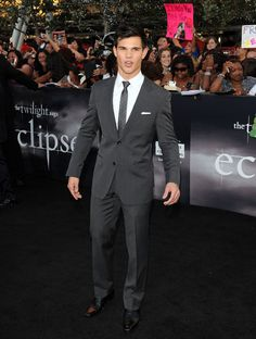 Slim fitting suit idea for wedding. Taylor Lautner.