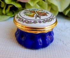 Halcyon Days Hand Painted Enamel Music Box England Chorale Cantata Opera~ Bach #HalcyonDays Halcyon Days, Enamels, Vintage Box, Opera, England, Music Boxes, Hand Painted, Purse, China