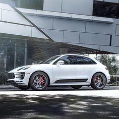 """#Vorsteiner Porsche #macan looking tough on these 21"""" #flowforged wheels…"""
