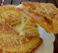 ΜΑΓΕΙΡΙΚΗ ΚΑΙ ΣΥΝΤΑΓΕΣ: Καταπληκτική - χορταστική Ισπανική ομελέτα !!! Breakfast Time, Breakfast Recipes, Snack Recipes, Snacks, Greek Cooking, Cooking Time, Cookbook Recipes, Cooking Recipes, Food Network Recipes