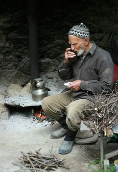 Değirmenci - Tea outside - Turkey We Are The World, People Around The World, Turkish People, Foto Art, Documentary Photography, Old Men, World Cultures, Alter, Documentaries