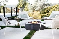 The 5 Main Types of Fire Pits You Need to Know Before Purchasing - Cozy Home 101 Make A Fire Pit, Fire Pit Uses, Small Fire Pit, Fire Pits, Types Of Fire, Outdoor Living Rooms, Outdoor Spaces, Fire Pit Designs, Fire Table