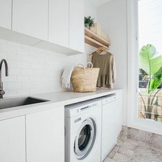 Having an entire room dedicated to laundry is not something everyone is accustomed with but it's actually a very practical idea. Still, managing to fit everything you need in a small laundry room is not easy. Laundry Nook, Laundry Room Remodel, Laundry Decor, Farmhouse Laundry Room, Small Laundry Rooms, Laundry Closet, Laundry In Bathroom, European Laundry, Home Office Shelves