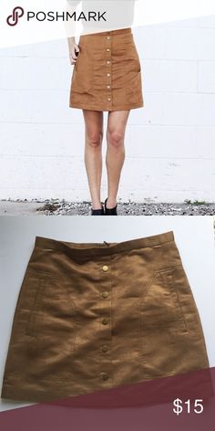 H&M Camel Suede Skirt The perfect skirt for fall! Wear this while sipping on your PSL! 💁🏼 Faux Suede. Worn a few times. Great condition! Size 10 but fits like a 6. H&M Skirts Mini
