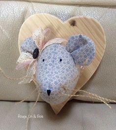 Trophée tête de souris décoration murale souris en coton fleuri bleu sur cœur en bois : Décoration pour enfants par rouge-lin-et-bois