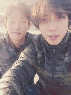 Yonghwa with actor Haein (Minseo in The Three Musketeers)