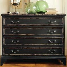How to Achieve a Black Distressed Finish {paint furniture}