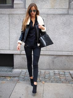 Sandra Willer is wearing a jacket from Mbym, shirt from H&M, jeans from Sisters Point, boots from Deichmann and the bag is from Louis Vuitton