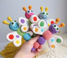 Schmetterlings-Baby-Rassel-Häkelarbeit-Muster auf Amigurumi Heute