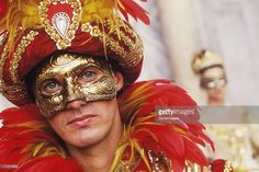 Foto stock : Portrait of a young man wearing a carnival mask, Venice, Veneto, Italy