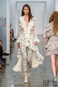 Love this look! Zimmermann Spring-summer 2017 - Ready-to-Wear Fashion 2017, Couture Fashion, Love Fashion, Runway Fashion, High Fashion, Fashion Show, Fashion Dresses, Vintage Fashion, Fashion Looks